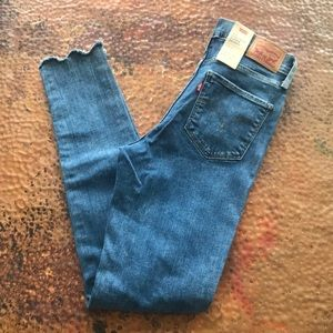 {Levi's} 720 High-Rise Super Skinny Jeans. Size 27